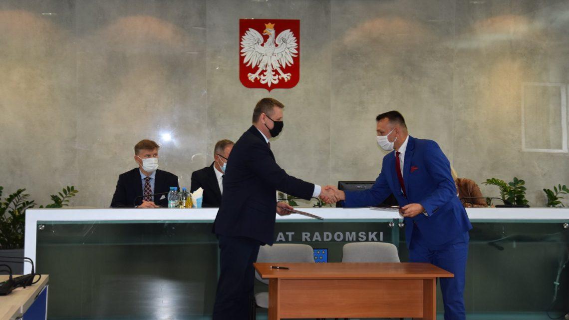 podpisanie umowy na przebudowę drogi